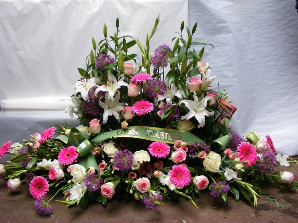 Compositions florales pour le deuil boyer p piniere for Arrangement floral exterieur